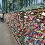 Schlösser an der Hohenzollernbrücke in Köln