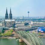 Köln Luftbild auf Hohenzollernbrücke und Dom: Teil der Kölner Skyline