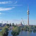 München Olympiapark Skyline Bild mit Olympiaturm, Olympiastadion und See