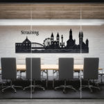 Straubinger Skyline in Büroraum
